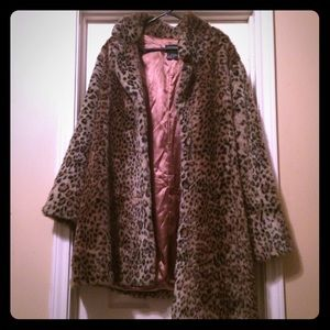Vintage 90s Like new faux fur Coat. fits 18-24